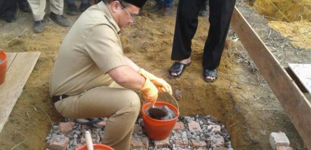 Gubernur Erzaldi Letakan Batu Pertama Pembangunan Pesantren BIRU Desa Air Duren