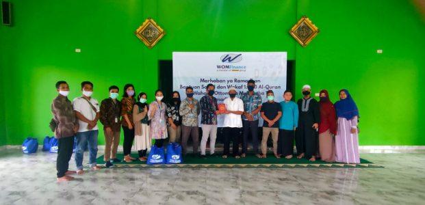 WOM Finance Bagikan Alqur'an Di Pondok Pesantren