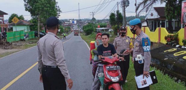 Dalam Rangka Operasi Yustisi, Polsek Mendo Barat Berikan Sanksi Kepada Pengendara Yang Tidak Pakai Masker
