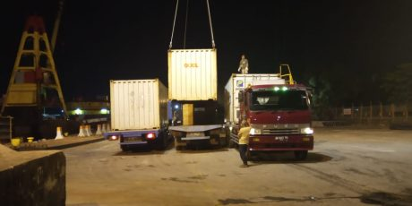 351 Ton Zirkon Dalam Kontainer Loading Di Pelabuhan Pangkal Balam